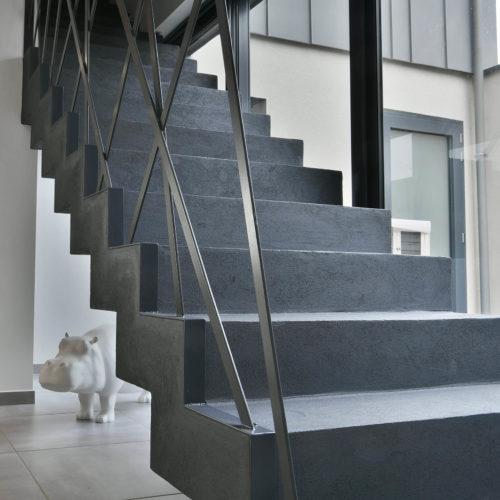 escalier beton suspendu design