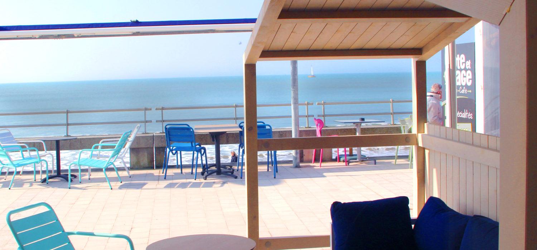 terrasse aménagée bord de mer crêperie St Gilles