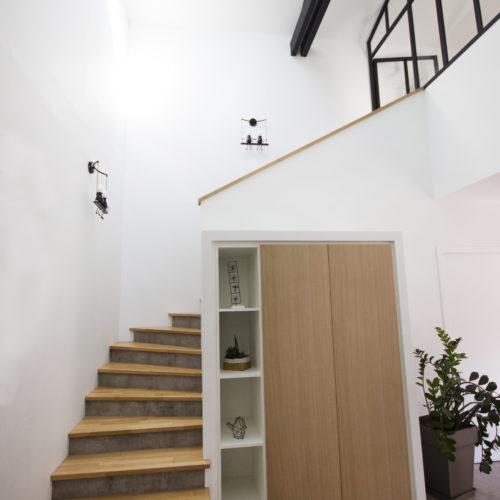 hall entrée verrière escalier rangement hauteur sous plafond