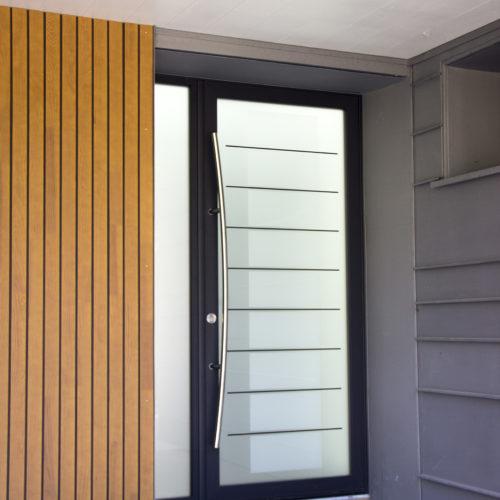 entrée maison bardage bois zinc