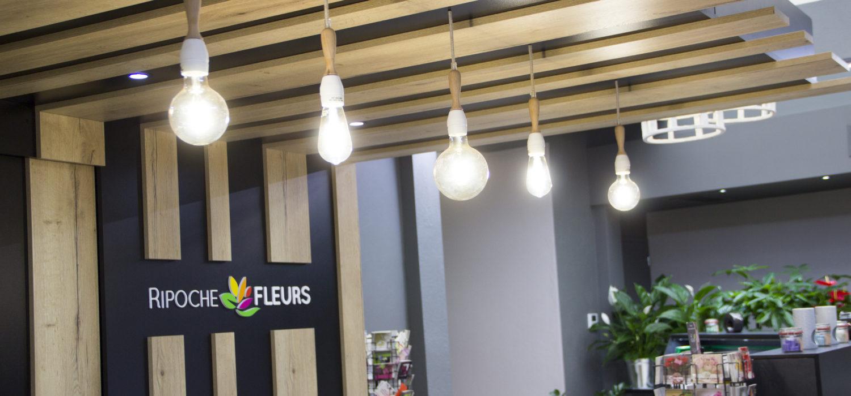 Ripoche fleurs zone caisse lames bois suspensions ampoules
