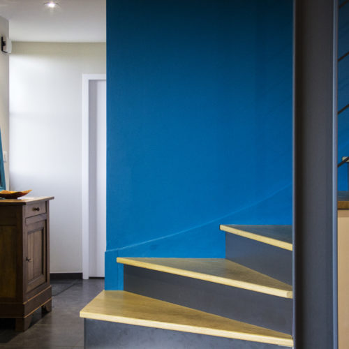 bleu canard escalier bois et métal