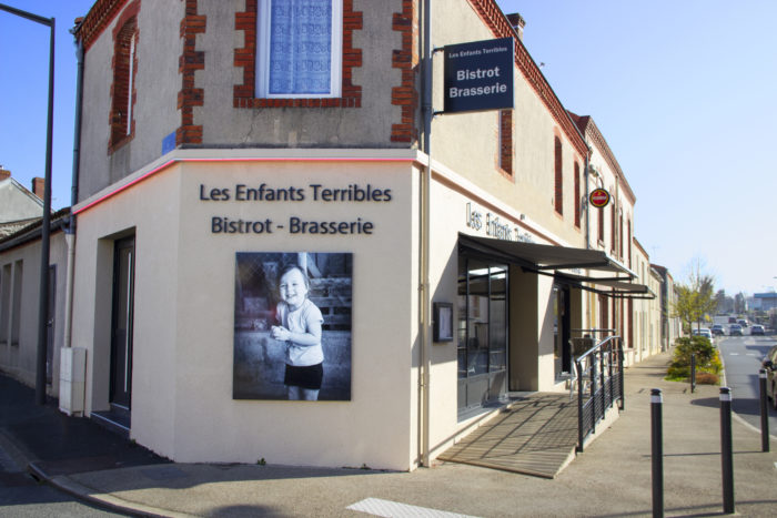photo enfant terrible façade