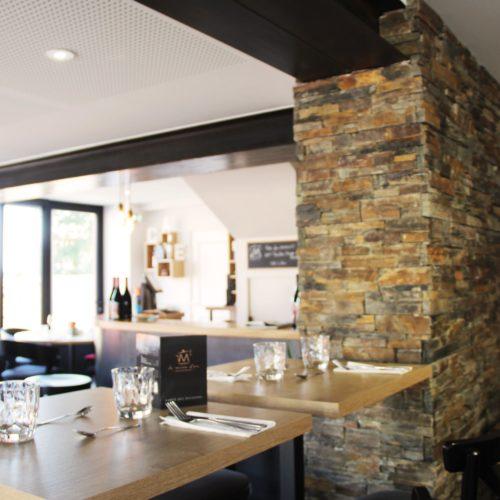 agencement restaurant métal bois pierre